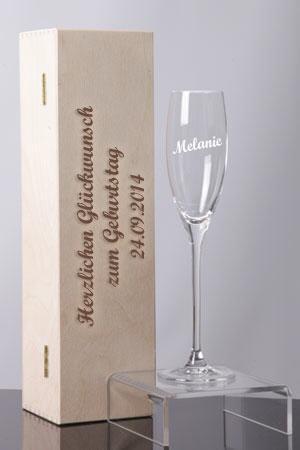 Graviertes Sektglas
